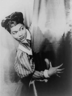 Pearl Bailey-takes-a-call