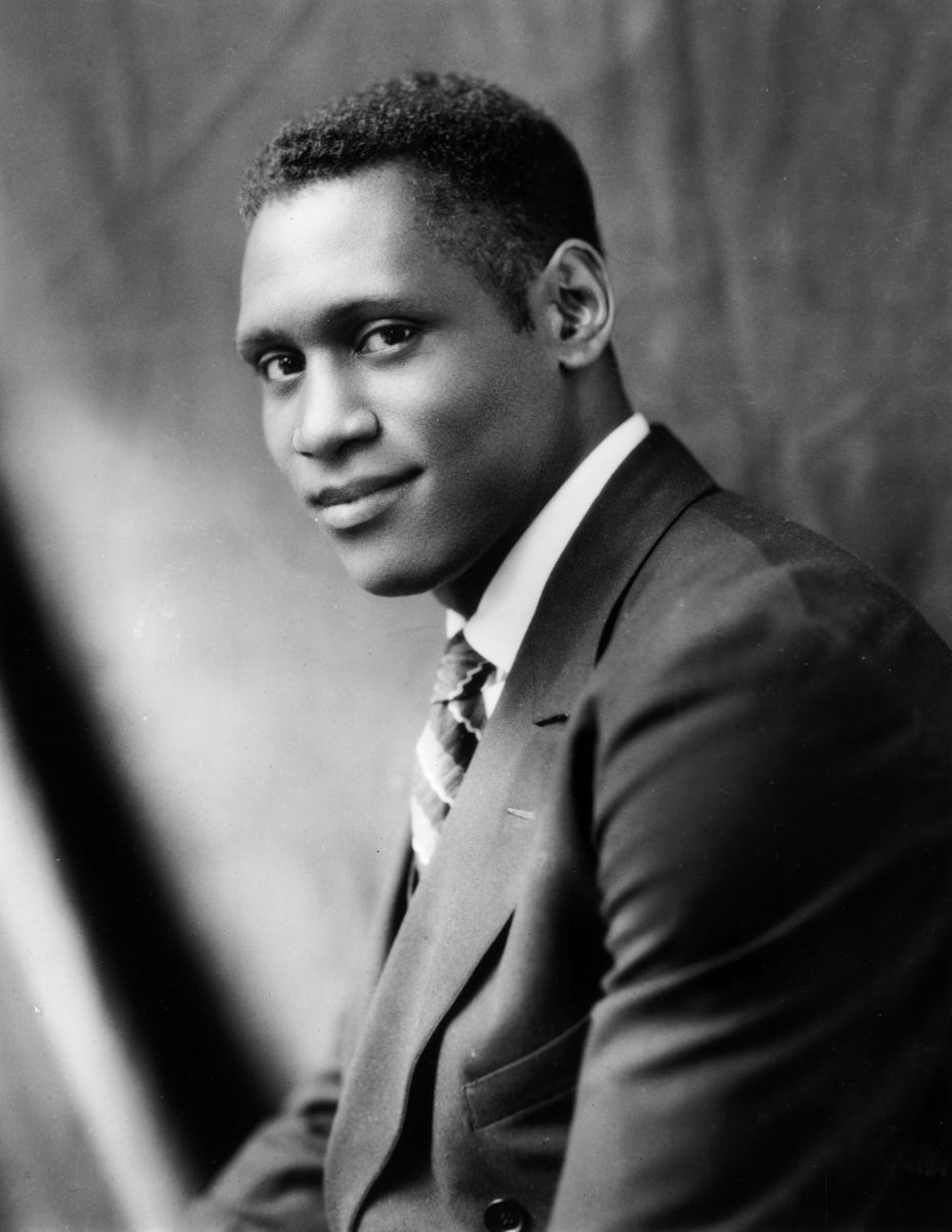 paul robeson Paul robeson was a singer, actor and african-american activist whose performing career was hampered by the anti-communist craze of the 1950s.