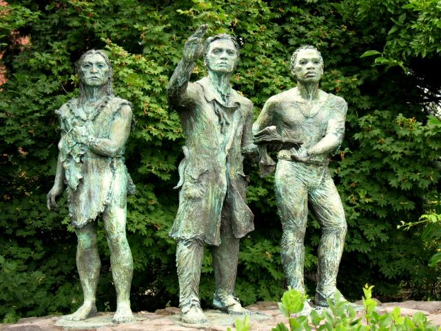 A picture of a statue of Clark, York, and Sacagawea